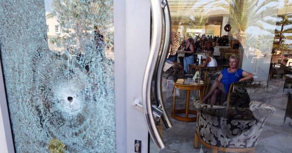 Setki zagranicznych turystów jest ewakuowanych z Tunezji dzień po ataku na plaży i w hotelu Imperial Marhaba w mieście Susa. Do ataku przyznali się dżihadyści z Państwa Islamskiego. Zginęło 39 osób, głównie zagranicznych turystów.