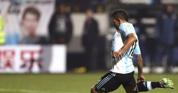 """Carlos Tevez, który w czerwcu wystąpił w finale Ligi Mistrzów z Juventusem Turyn, przeniesie się z klubu włoskiej ekstraklasy do ojczystego Boca Juniors - poinformował zespół z Buenos Aires, gdzie 31-letni napastnik rozpoczynał karierę. """"Powrót Carlosa Teveza to naprawdę niezwykły moment w jego sportowym życiu, ale to też wspaniałe wieści dla członków i kibiców Boca oraz całego argentyńskiego futbolu"""" - ocenił prezes klubu Daniel Angelici."""