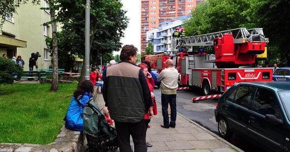 Dopiero na początku tygodnia mieszkańcy bloku na osiedlu Reda w Szczecinie, gdzie wczoraj wybuchł gaz, będą mieli podłączone wszystkie media. Cztery rodziny wciąż nie mogą wrócić do swoich mieszkań.