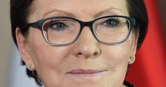 """""""Żyjemy w dwóch równoległych wszechświatach"""" – powiedziała premier Ewa Kopacz odnosząc się do zarzutów opozycji, że zaplanowane na wrzesień referendum traktuje """"o sprawach wydumanych"""". Zaapelowała też do prezesa PiS Jarosława Kaczyńskiego i kandydatki tej partii na premiera Beaty Szydło, by powiedzieli, czy są za finansowaniem partii politycznych z budżetu państwa."""