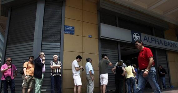"""""""Sytuacja jest straszna. Czegoś takiego w historii jeszcze nie było"""" - mówi w RMF FM pani Dorota - Polka mieszkająca w Kalamacie na południu Grecji. Z niepokojem czeka na decyzję rządu w Atenach, który ma rozważyć zamknięcie od jutra wszystkich banków."""