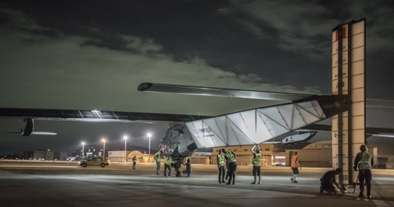 Samolot Solar Impulse 2 z napędem słonecznym wznowił podróż dookoła globu. Blisko miesiąc temu z powodu złej pogody musiał wylądować w Japonii i czekać na poprawienie się warunków. Maszyna leci w kierunku Hawajów.