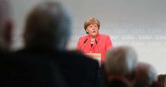 Kanclerz Niemiec Angela Merkel zarzuciła Grecji brak woli do kompromisu, ale zadeklarowała gotowość do dalszych rozmów z Atenami. Wicekanclerz Sigmar Gabriel oskarżył rząd Grecji o kierowanie się ideologią.