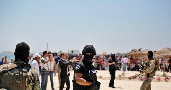Władze Tunezji aresztowały grupę ludzi, którzy mogą mieć związek z krwawym zamachem w nadmorskim kurorcie Susa. W piątek zginęło ok. 40 osób, głównie Brytyjczyków.
