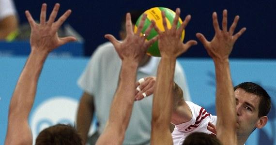 """""""Jeden-dwa wspólne treningi i będę gotowy do wyjścia na parkiet"""" - mówi RMF FM Dawid Konarski. Atakujący siatkarskiej reprezentacji Polski prosto z Igrzysk Europejskich w Baku poleciał do Krakowa, gdzie pierwsza kadra szykuje się do weekendowych meczów z USA w Lidze Światowe. """"To będą dwa ciekawe spotkania"""" - zapewnia zawodnik, który w biało-czerwonej koszulce zastąpi kontuzjowanego Bartosza Kurka."""