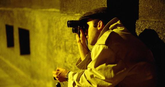 """""""Szpieg, który wiedział za mało"""" to oparta na dokumentach IPN-u historia żołnierza polskiego wojska zwerbowanego przez amerykański wywiad w Wietnamie. Zenon Celegrat szpiegował przez 3 lata aż został zdekonspirowany i w 1979 roku usłyszał wyrok 25 lat więzienia. Wyszedł stamtąd już po zmianie systemu politycznego w Polsce w 1990 roku. Do dziś żyje spokojnie w Polsce. Jego burzliwą historię spisali Piotr Świątkowski i Jarosław Burchardt. Ich książka ma premierę 1 lipca."""