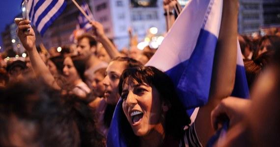 Kilkanaście, a według innych źródeł nawet kilkadziesiąt tysięcy ludzi bierze udział w wiecu na centralnym placu Aten. To Grecy, którzy domagają się porozumienia z zachodem i ratunku przed bankructwem w zamian za reformy.