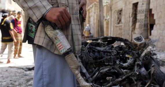 Ponad 1200 więźniów, a wśród nich członkowie Al-Kaidy, uciekło z więzienia. Do zdarzenia doszło podczas starć, które wybuchły we wtorek w mieście Taizz w środkowym Jemenie - podała jemeńska państwowa agencja prasowa Saba.