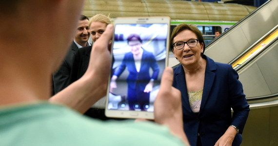 """Czy jeden dzień kampanii wyborczej może kosztować podatników ponad 100 tys. zł? Może, gdy ważny polityk jeździ do wyborców pociągiem, a za nim podąża rządowy samolot. A – jak ustalił """"Fakt"""" – właśnie tak było w przypadku premier Ewy Kopacz w minioną niedzielę."""