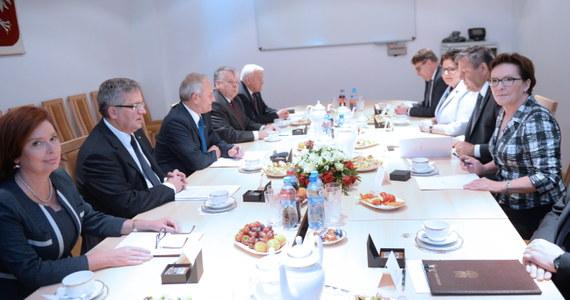 Dziś zapewne po raz ostatni zebrała się Rada Bezpieczeństwa Narodowego pod przewodnictwem Bronisława Komorowskiego. Tematem obrad były przygotowania do przyszłorocznego szczytu NATO w Warszawie. Osobliwością spotkania jest to, że szczyt omawiały osoby, które prawdopodobnie nie będą z nim miały już nic wspólnego, pod nieobecność jego gospodarza, prezydenta Andrzeja Dudy.