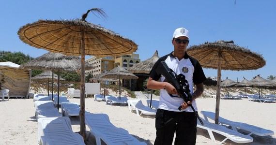 Władze Tunezji zatrzymały 12 osób podejrzanych o pomoc w organizacji zamachu terrorystycznego w Susie. W ubiegłotygodniowym ataku zginęło 38 osób. Trwają poszukiwania dwóch mężczyzn, którzy przeszli szkolenie w dżihadystycznym obozie w Libii wraz z napastnikiem z Susy.