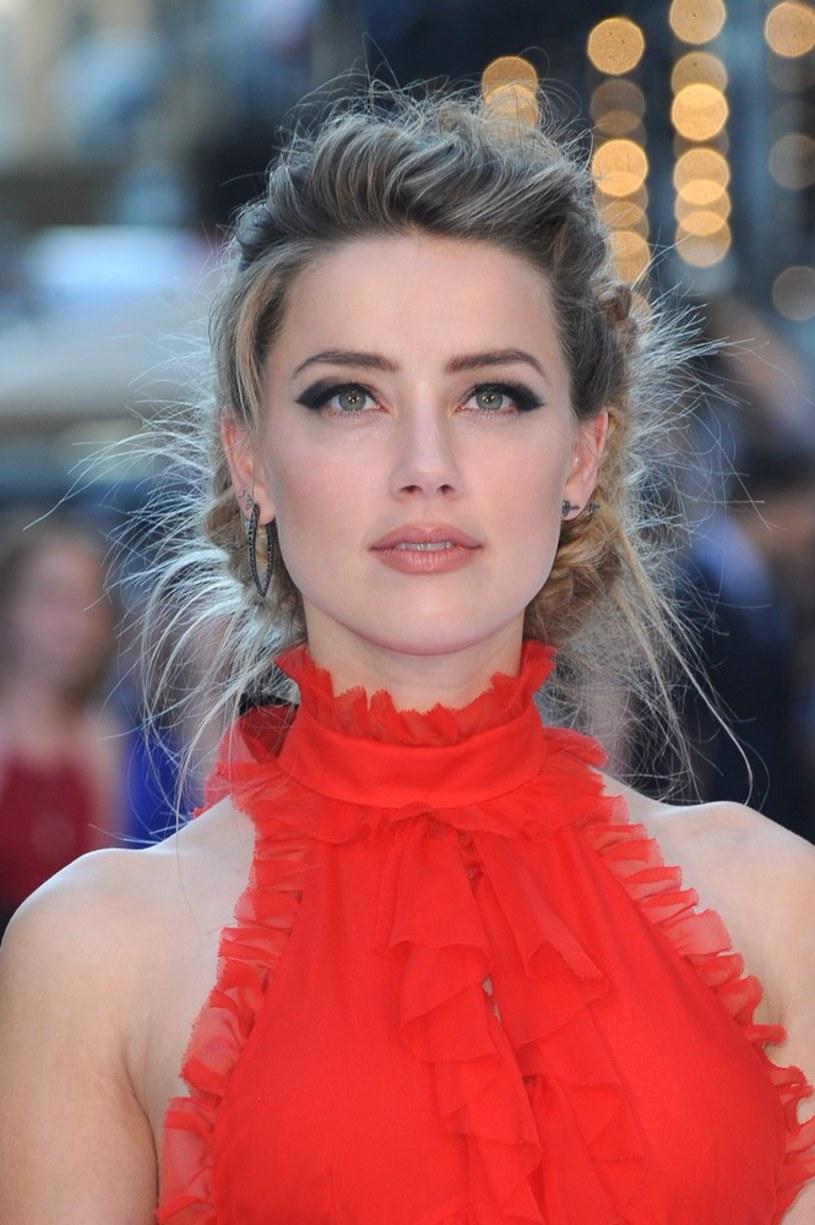 """Według nieoficjalnych informacji, aktorka Amber Heard- prywatnie żona Johny'ego Deppa - jest w trakcie rozmów, dotyczących udziału w filmach """"Justice League"""" oraz """"Aquaman""""."""
