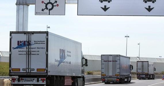 W korkach we francuskim Calais stało ponad 2 tysiące ciężarówek, w tym kierowcy z Polski. Po trzech dniach strajków załogi promów przewożących tiry do Wielkiej Brytanii, statki znów zaczęły kursować. Kolejki zaczynają się zmniejszać.
