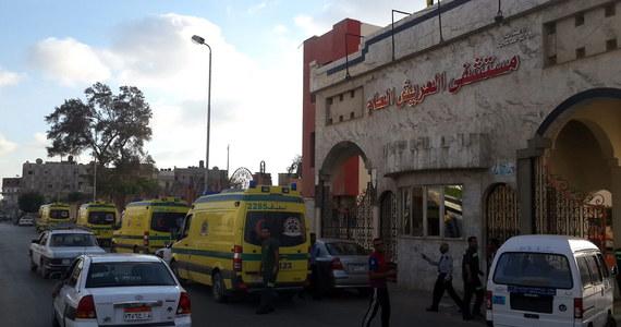 """Zbliżony do rządu Egiptu dziennik """"al-Watan"""" twierdzi, że związani z Państwem Islamskim  bojownicy, którzy zaatakowali w środę na półwyspie Synaj, użyli zaawansowanej broni, w tym rosyjskich przeciwpancernych pocisków rakietowych Kornet. Na pierwszej stronie gazeta poinformowała, że bojownicy użyli też moździerzy, dział przeciwlotniczych i pocisków kierowanych."""