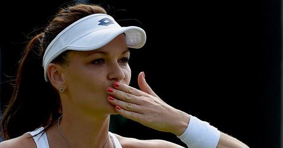 Rozstawiona z numerem 13. Agnieszka Radwańska pokonała Ajlę Tomljanovic 6:0, 6:2 i awansowała do trzeciej rundy wielkoszlemowego turnieju tenisowego na trawiastych kortach Wimbledonu.