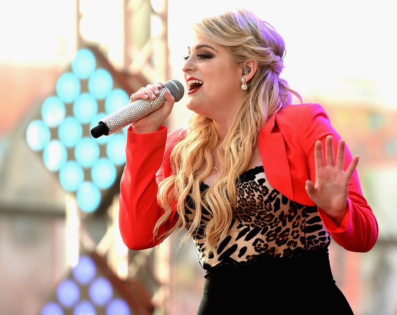 """Znana z przeboju """"All About That Bass"""" wokalistka Meghan Trainor dołączyła do listy gwiazd, które cierpią w związku z krwawieniem strun głosowych."""