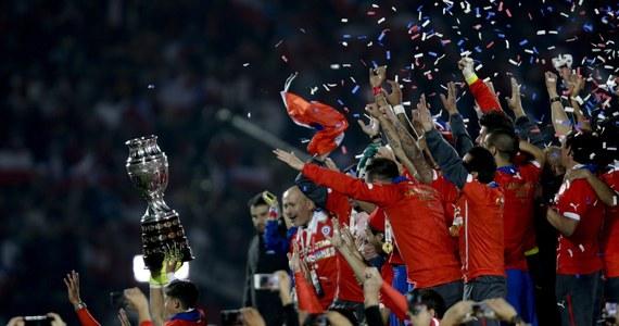 Piłkarze Chile po raz pierwszy triumfowali w Copa America i zostali mistrzami Ameryki Południowej. W finale turnieju, którego byli gospodarzami, pokonali w Santiago Argentynę w serii rzutów karnych 4-1. Po 90 minutach gry i dogrywce był remis 0:0.
