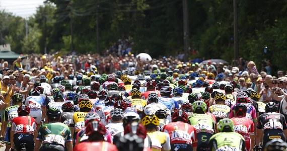 Poważna kraksa na trasie trzeciego etapu Tour de France. Ucierpiało kilkunastu kolarzy, a wyścig na kilka minut został wstrzymany.