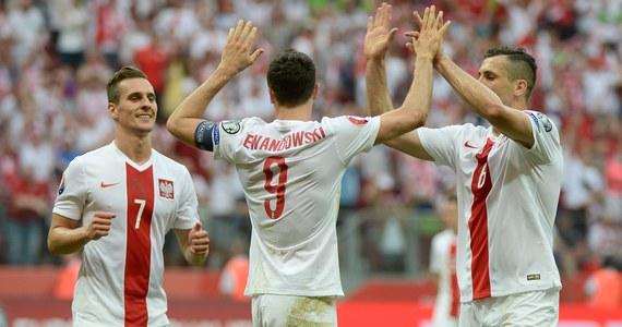 Mimo porażki w finale Copa America reprezentacja Argentyny awansowała na pierwsze miejsce w rankingu FIFA. Ostatnio Albicelestes prowadzili w notowaniu w 2007 roku. Kolejny awans zanotowała reprezentacja Polski. Biało-czerwoni zajmują obecnie 30. pozycję. Ostatnio tak wysoko byliśmy za czasów Leo Beenhakkera.