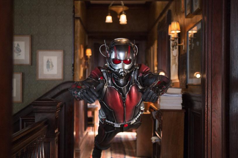 """Hank Pym (czyli Ant-Man) narodził się w 1962 roku na łamach komiksu """"Tales to Astonish #27"""". Rok później pojawił się w pierwszym zeszycie """"Avengers #1"""". Od tamtej pory był jednym z najważniejszych superbohaterów drużyny Avengers. Juz 17 lipca na ekranach polskich kin zadebiutuje film """"Ant-Man""""."""