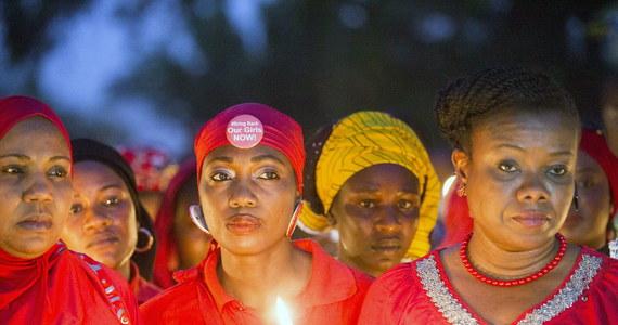 Nigeryjscy dżihadyści z ugrupowania Boko Haram chcą wymienić uprowadzone przed rokiem uczennice na swoich towarzyszy broni, którzy dostali się do rządowej niewoli. Władze nie mówią nie.