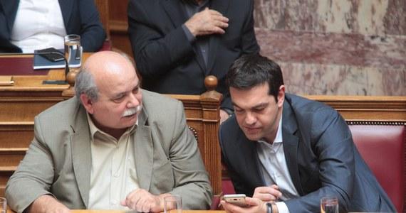 """Minister obrony Grecji, a zarazem lider współrządzącej, prawicowej partii Niezależni Grecy Panos Kammenos zapowiedział po południu, że propozycje reform gospodarczych zostaną przedstawione wierzycielom Aten """"w ciągu kilku godzin"""". Unia Europejska dała Grekom czas do niedzieli na zawarcie ostatecznego porozumienia ws. pakietu pomocowego i zmian, które miałyby zapobiec wyjściu kraju ze strefy euro."""