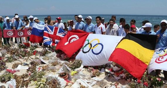 Brytyjskie MSZ ostrzegło swoich obywateli przed podróżami do Tunezji. Zaapelowało do przebywających tam turystów, żeby opuścili kraj ze względu na zagrożenie terrorystycznymi atakami.