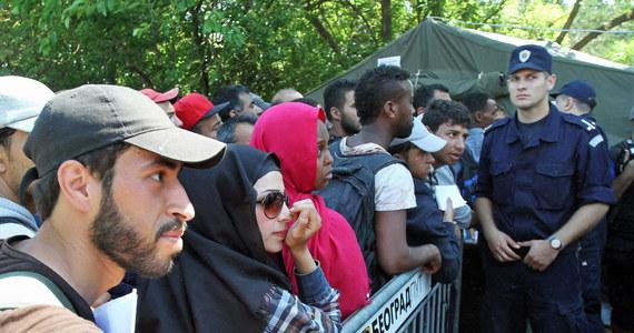 Przyjęcie 2 tysięcy uchodźców zadeklarowała Polska podczas spotkania ministrów spraw wewnętrznych państw Unii Europejskiej w Luksemburgu. Poinformował o tym wiceszef MSW Piotr Stachańczyk. Bruksela zobowiązała się wcześniej do przyjęcia 40 tysięcy imigrantów, którzy docierają przez Morze Śródziemne do Włoch i Grecji oraz 20 tysięcy uchodźców z obozów spoza Unii.
