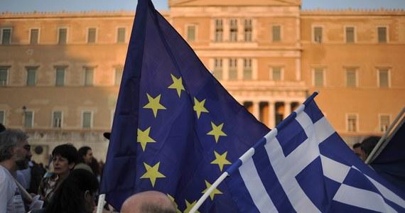 Eurogrupa oraz Komisja Europejska otrzymały w czwartek wieczorem nowe greckie propozycje w sprawie reform niezbędnych do otrzymania przez Ateny kolejnego pakietu pomocowego - podali przedstawiciele tych instytucji. W zamian Ateny planują m.in. podwyżkę VAT-u, reformę emerytur i administracji publicznej.