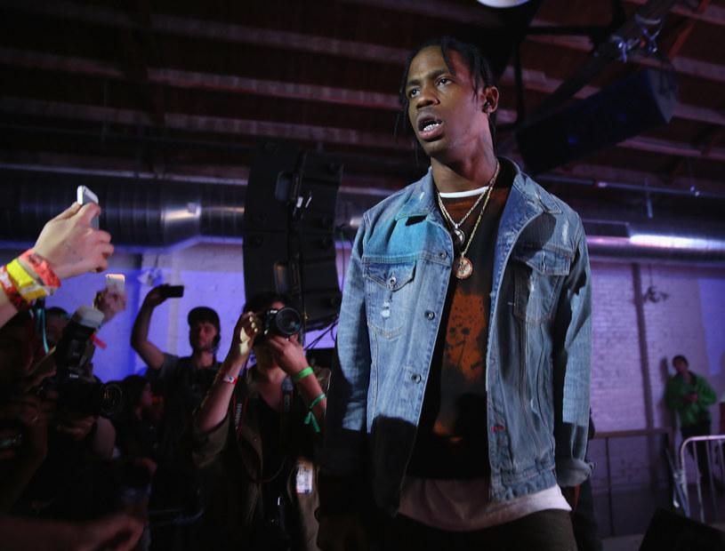 Amerykański raper Travis Scott wpadł we wściekłość po tym, jak pewien fan chciał skraść jego buta podczas koncertu.