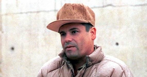 """Joaquin """"El Chapo"""" Guzman, jeden z najpotężniejszych meksykańskich baronów narkotykowych uciekł z więzienia o najostrzejszym rygorze tunelem półtorakilometrowej długości - ujawniły władze Meksyku. To już jego druga ucieczka z zakładu karnego."""