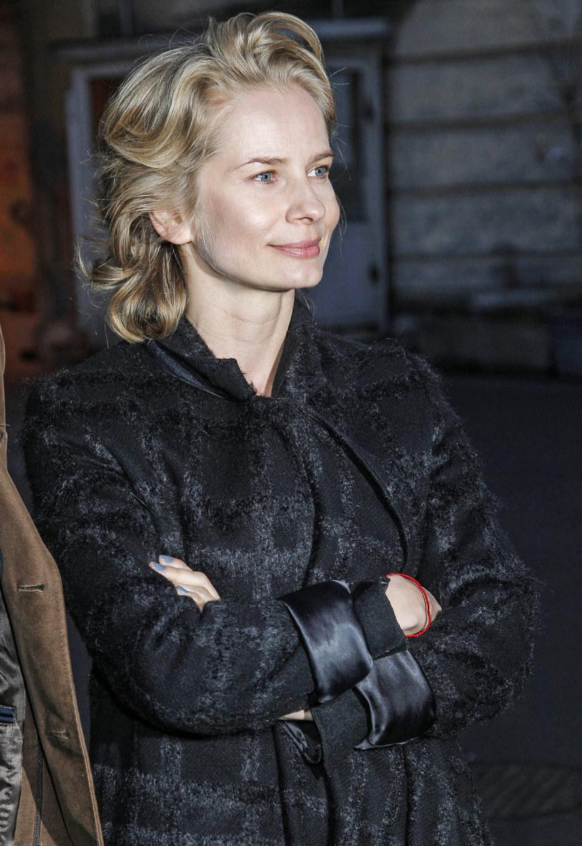 """Magdalena Cielecka gra jedną z głównych ról w thrillerze sensacyjnym """"Pakt"""". Jesienią serial trafi na antenę HBO. Aktorka przyznaje, że scenariusz serialu od pierwszej chwili ją zaintrygował, bo budził skojarzenie z thrillerem Davida Finchera """"Siedem""""."""