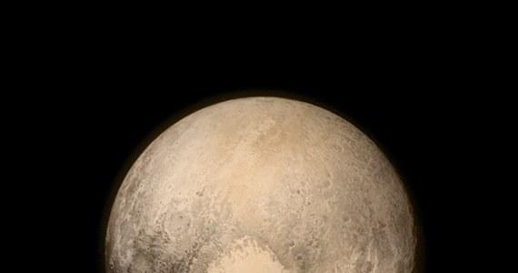 To astronom Clyde Tombaugh odkrył Plutona w 1930 roku. Dziś sam tam jest – przynajmniej jego prochy.