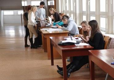 Tłok na uczelniach. Na co stawiają młodzi?