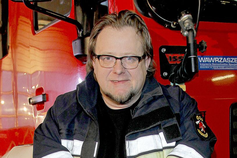 """Olaf Lubaszenko wiózł pożar za plecami - tak można streścić anegdotę, którą znany aktor opowiedział w swojej biografii """"Chłopaki niech płaczą"""". Papieros, który wyrzucił jadąc kabrioletem, wywołał pożar na tylnej kanapie jego samochodu."""