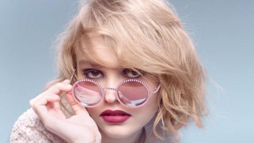Jaka matka, taka córka. 25 lat po swojej matce, Lily-Rose Depp, córka Vanessy Paradis i Johnny'ego Deppa, wchodzi do grona twarzy marki Chanel.