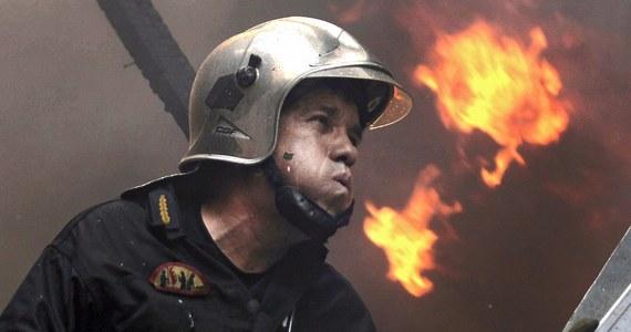 120 greckich strażaków i prawie 30 żołnierzy zmaga się z pożarem lasu w Lakonii, na południu Peloponezu. W piątek strażacy ewakuowali trzy wioski i wysłali łodzie ratunkowe po ok. 100 osób uwięzionych na plaży.