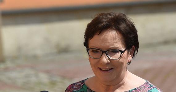 """Premier Ewa Kopacz zapowiedziała, że w wyborach parlamentarnych wystartuje z """"jedynki"""" w Warszawie. """"Taka jest moja przymiarka, chciałabym się zmierzyć z szefem największej partii opozycyjnej, Jarosławem Kaczyńskim, który mam nadzieję będzie startował z Warszawy"""" - wyjaśniła szefowa rządu. """"Tchórzliwa nie jestem, więc chciałabym się zmierzyć ze swoim największym oponentem"""" - dodała."""