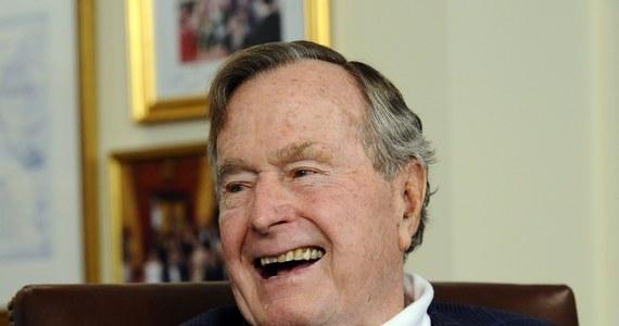 Dobre informacje o stanie byłego prezydenta USA George'a H. W. Busha, który przebywa w szpitalu po złamaniu kręgu szyjnego. Jego rzecznik poinformował, że polityk czuje się lepiej i jest w dobrym nastroju, a lekarze są zadowoleni z jego stanu.