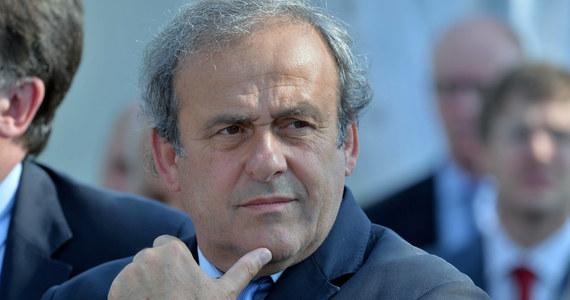 """Prezydent Europejskiej Unii Piłkarskiej Michel Platini chce powstrzymać czołowe kluby przed gromadzeniem najlepszych zawodników. """"Musimy myśleć o futbolu w całej Europie, a nie tylko z perspektywy dwóch, czy trzech zespołów - powiedział Platini w wywiadzie dla magazynu """"World Soccer"""". """"To, co jest ważne w najbliższej przyszłości, to ograniczenie gromadzenia gwiazd w raptem kilku klubach. W przeciwnym razie szersza rywalizacja z czasem przestanie mieć sens"""" - podkreślił."""