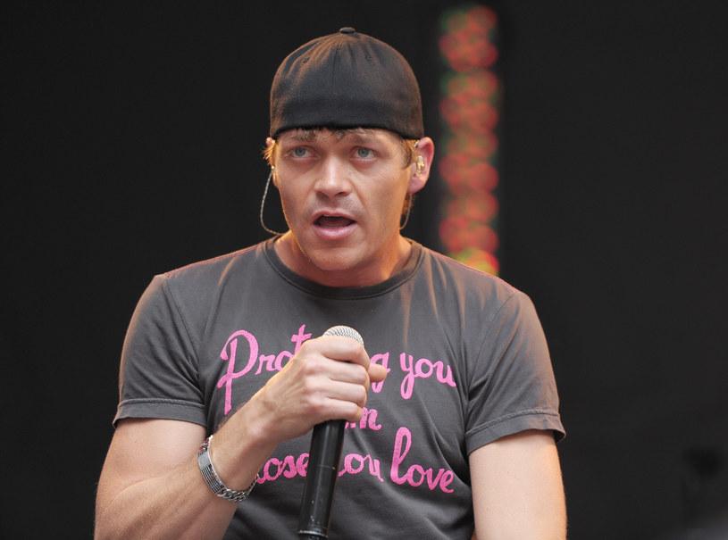 Muzycy 3 Doors Down postanowili nauczyć jednego z fanów kultury wobec kobiet.