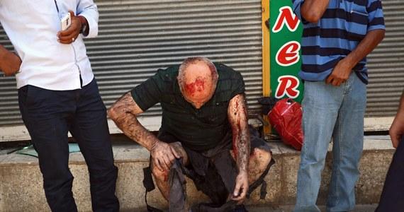 Co najmniej 28 osób zginęło, a blisko 100 zostało rannych w eksplozji w tureckim mieście Suruc przy granicy z Syrią. Takie informacje przekazały tureckie władze. O dokonanie zamachu podejrzewa się dżihadystów z Państwa Islamskiego.