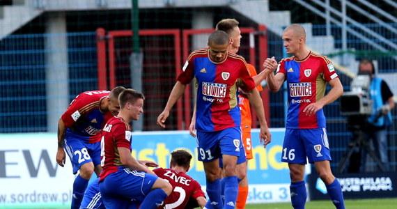 Przegrany ekstraklasowy debiut Termaliki Bruk-Bet Nieciecza. Beniaminek nie poradził sobie w wyjazdowym meczu z Piastem Gliwice. Jedyną bramkę w tym spotkaniu strzelił Patrik Mraz.