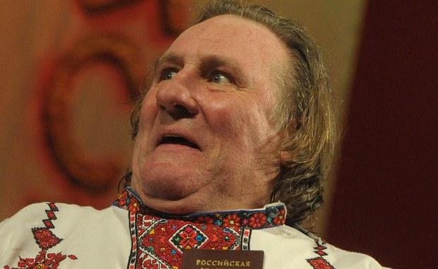 Winda nie wytrzymała ciężaru Gerarda Depardieu – donoszą nadsekwańskie media. Coraz bardziej otyły francusko-rosyjski gwiazdor kina utknął pomiędzy dwoma piętrami w Marsylii w gmachu Izby Handlowej. Trwające tam zdjęcia do amerykańsko-francuskiego serialu telewizyjnego zostały opóźnione.