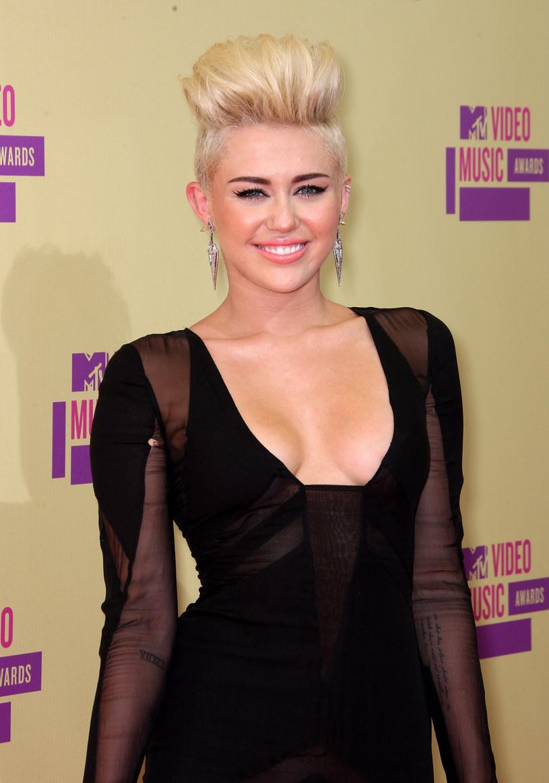 W 2013 roku Miley Cyrus wywołała skandal swoim występem podczas ceremonii wręczenia nagród Video Music Awards. W tym roku amerykańska wokalistka zaprezentuje się w roli prowadzącej galę.