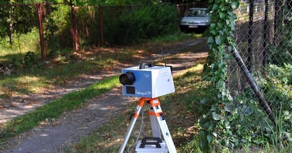 Straże gminne stracą fotoradary! Ten moment jest coraz bliżej. Sejmowa komisja infrastruktury przyjęła projekt ustawy, która odbiera możliwość rejestrowania wykroczeń drogowych przez strażników gminnych i miejskich.