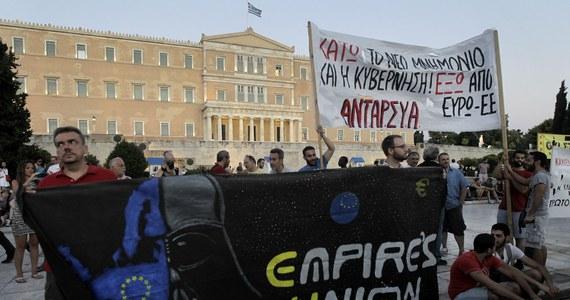 Negocjacje ws. szczegółów nowego programu pomocy dla Grecji właśnie się rozpoczęły - poinformował w Brukseli komisarz UE ds. gospodarczych i finansowych Pierre Moscovici. Efektem negocjacji będzie memorandum opisujące reformy, które ma przeprowadzić Grecja w zamian za trzyletnie wsparcie finansowe. Potrzeby tego kraju oceniono na mniej więcej 86 mld euro.