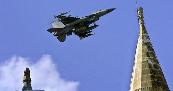 """Turcja zgodziła się, aby amerykańskie siły rozpoczęły ataki z powietrza na cele Państwa Islamskiego z bazy lotniczej w Incirlik na południu Turcji - poinformował w czwartek dziennik """"Wall Street Journal"""", powołując się na przedstawicieli Pentagonu. O zawarciu porozumienia doniosły również tureckie media."""