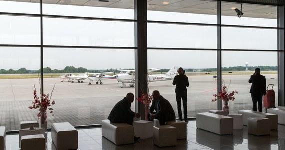 Przez kilkanaście godzin ponad 170 turystów koczowało na lotnisku w Pyrzowicach, czekając na wylot do Grecji. Wczesnym rankiem zepsuł się samolot linii Small Planet Airlines.