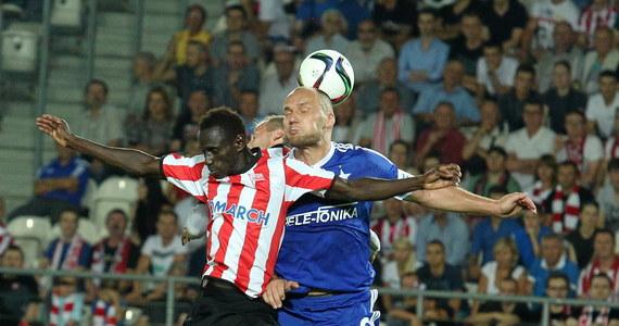 Piłkarskie derby Krakowa, które rozegrano w piątek na stadionie Cracovii, szczególnie w pierwszej połowie, były ciekawym widowiskiem. Jednak żadnej ze stron nie udało się zdobyć trzech punktów.